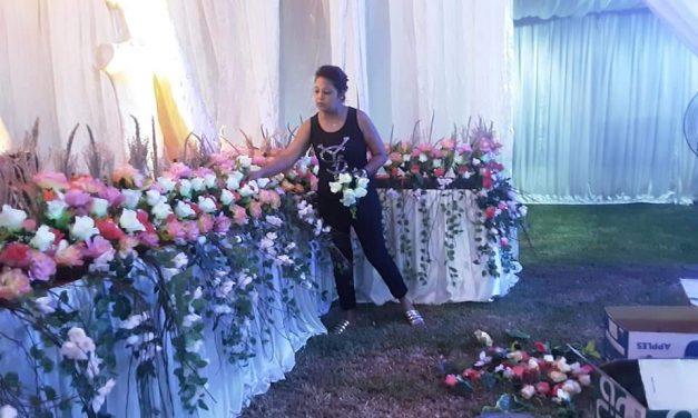 Poonam Jahaly Portrait d'une fleuriste et décoratrice passionnée…